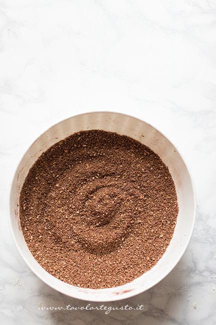 Biscotti polverizzati con cacao e zucchero - Ricetta Rotolo senza cottura al cioccolato