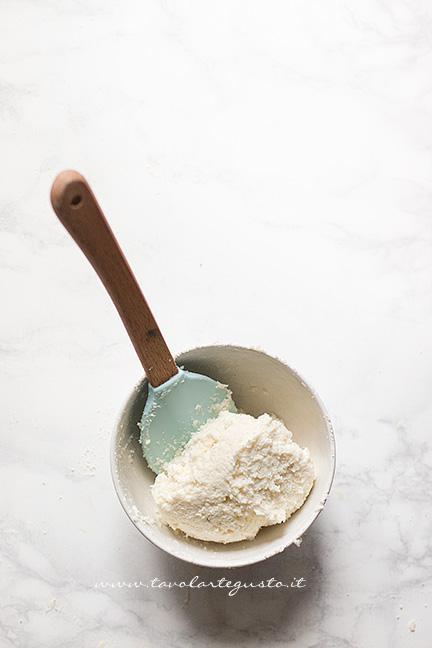 Crema ricotta e cocco - Ricetta Rotolo senza cottura al cioccolato