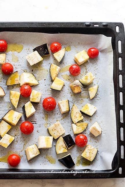 Cuocere in forno le melanzane con i pomodorini - Ricetta Pasta fredda con melanzane