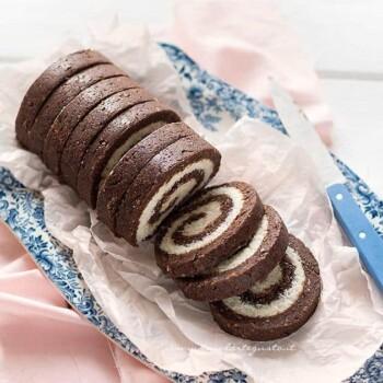 Rotolo senza cottura al cioccolato - Ricetta Rotolo (Girelle) al cioccolato senza cottura