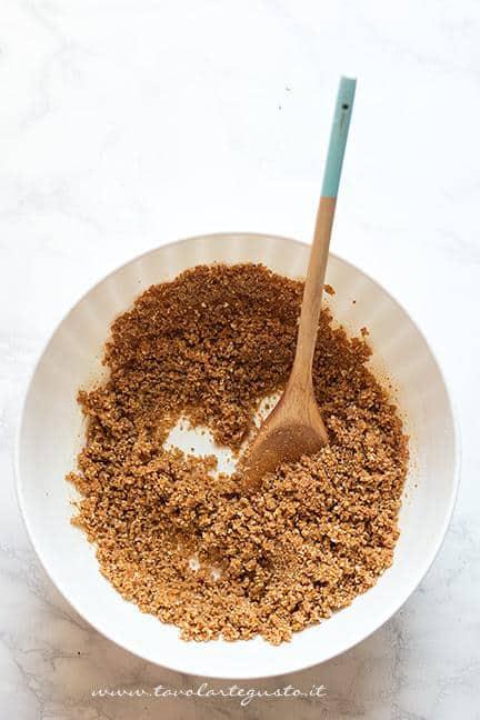 Composto di Biscotti sbriciolati per la base - Ricetta Cheesecake alla Nutella
