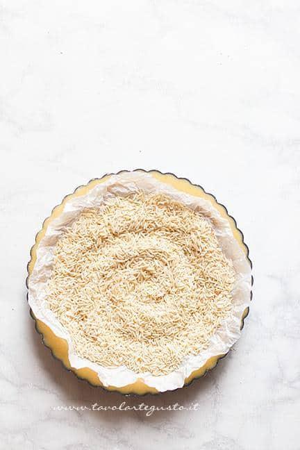 Cuocere il guscio di frolla - Ricetta Crostata al limone