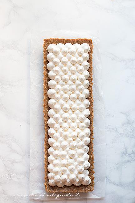Farcitura con la sac à poche - Ricetta Crostata senza cottura alla frutta