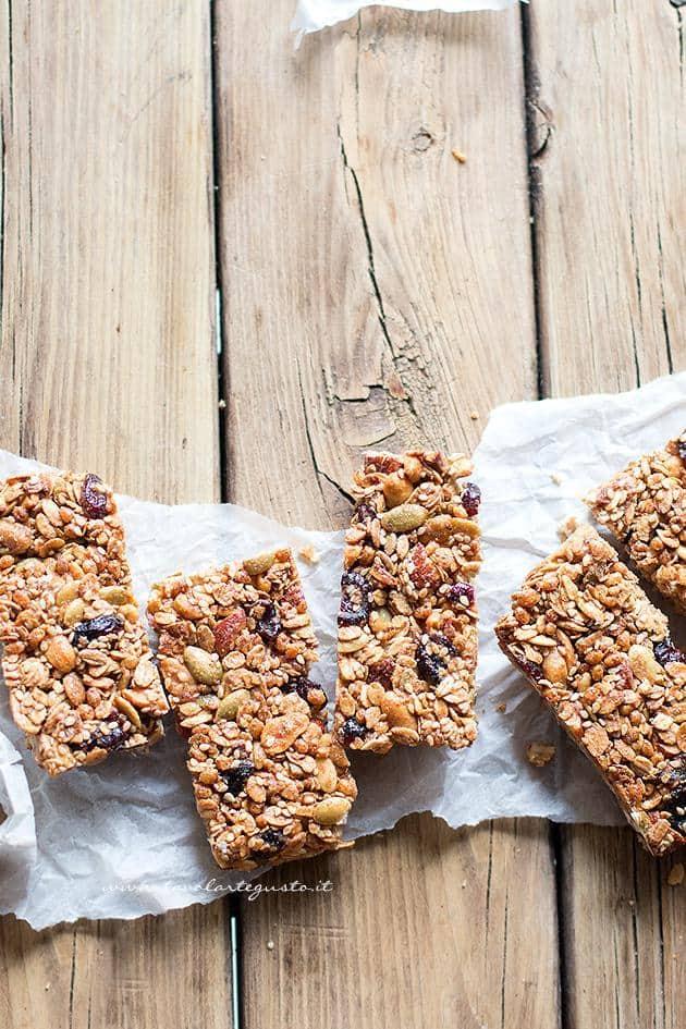 Tagliare le Barrette ai Cereali - Ricetta Barrette ai Cereali