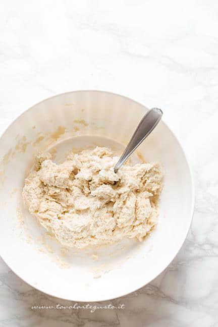 preparare-la-base-per-il-guscio-2-ricetta-crostata-di-more