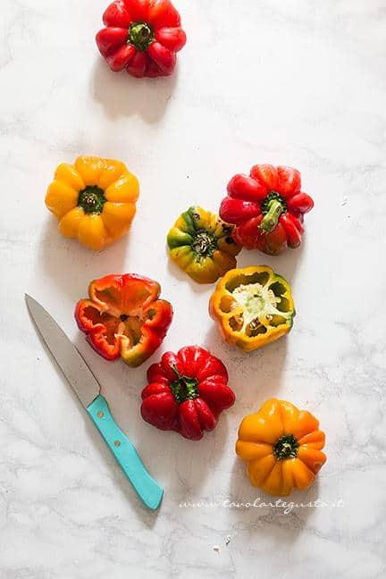 Aprire e Svuotare i peperoni - Ricetta Peperoni ripieni di carne