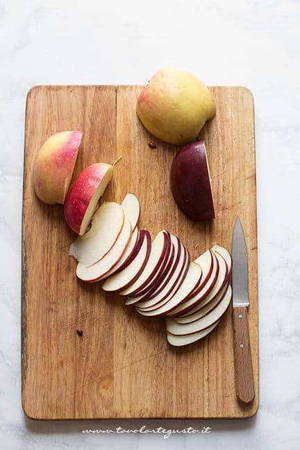Affettare le mele - Ricetta Torta di mele e pasta sfoglia