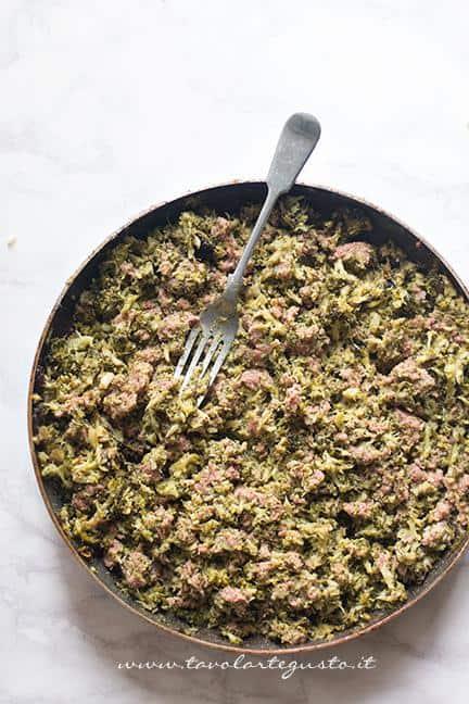Ripieno di salsiccia e broccoli - Ricetta Sformato di patate, salsiccia e broccoli