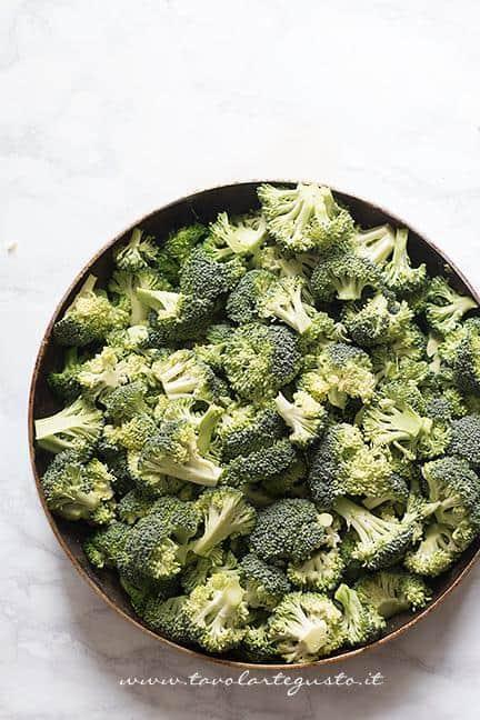 Saltare in padella i broccoletti - Ricetta Sformato di patate, salsiccia e broccoli
