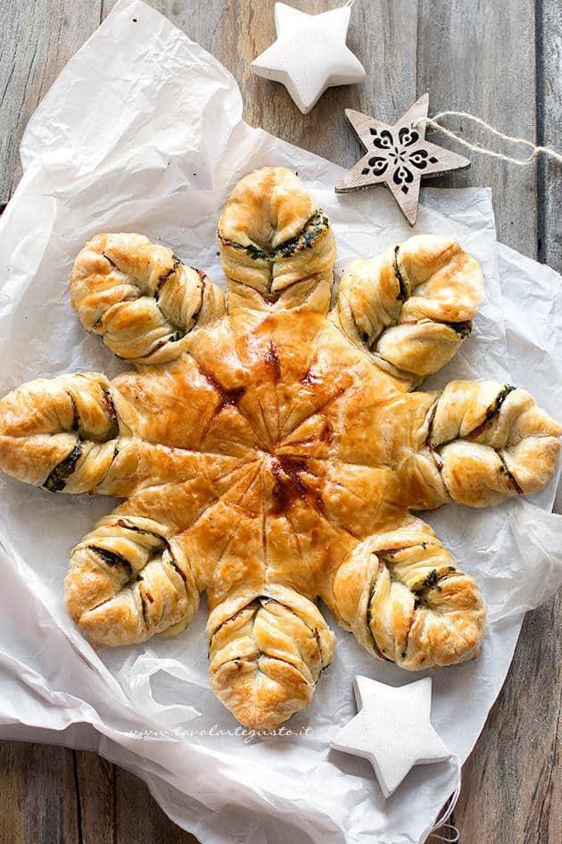 Albero Di Natale Di Pasta Sfoglia Salato.Stella Di Pasta Sfoglia Salata La Ricetta Passo Passo