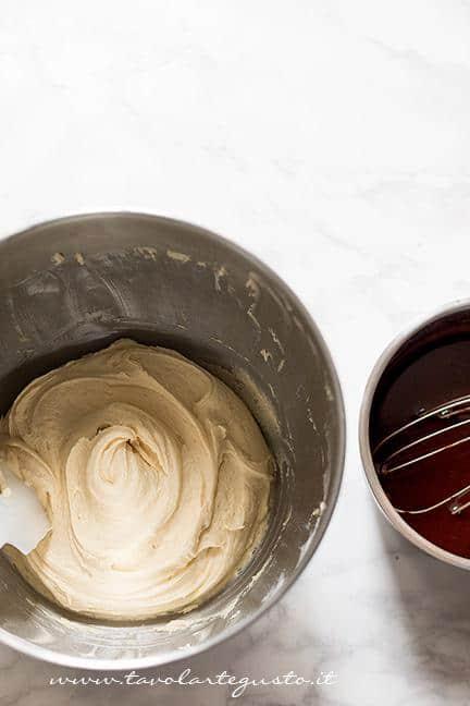 Aggiungere il composto di cacao - Ricetta Mini Cake al cioccolato