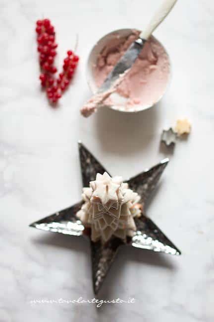 Assemblare i tramezzini a forma di Albero di Natale - Albero di Natale con Tramezzini