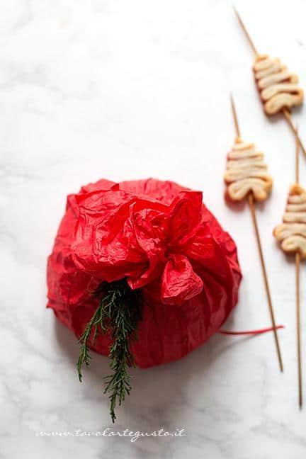 Come fare il centrotavola natalizio dove infilzare alberelli spiedini 4- Ricetta Alberelli di pasta sfoglia