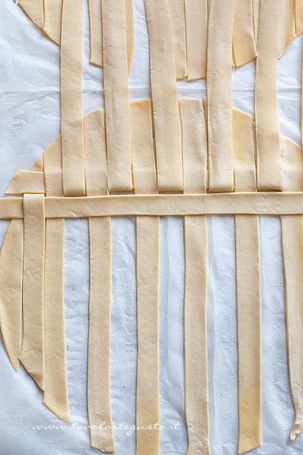 Come fare la crosta intrecciata 3 - Ricetta Polpettone in Crosta