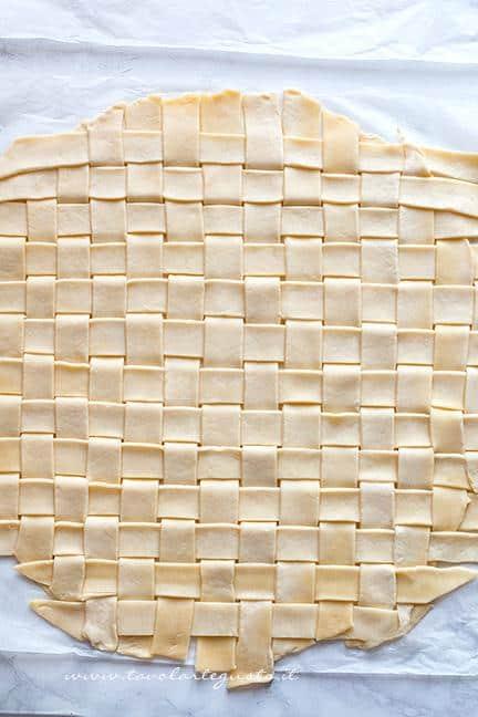 Come fare la crosta intrecciata 4 - Ricetta Polpettone in Crosta