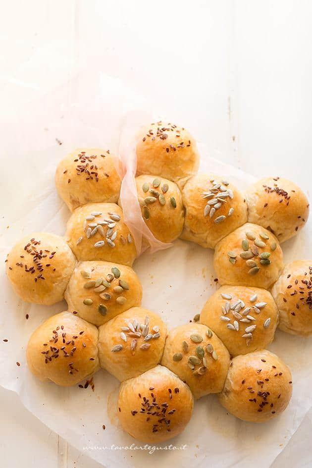 Corona salata di palline di pan brioche - Ricetta Corona salata di pan brioche