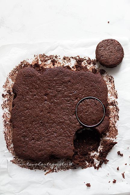 Intagliare le mini cake - Ricetta Mini Cake al cioccolato