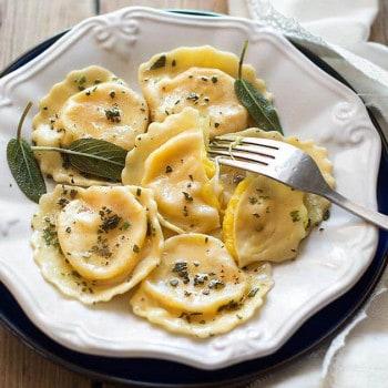 Ravioli di patate con cuore filante - Ricetta Ravioli di Patate