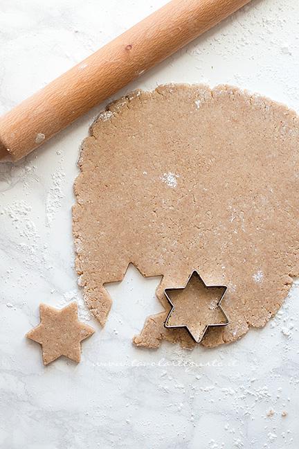 Ricavare i biscotti a Stella - Ricetta Zimtsterne