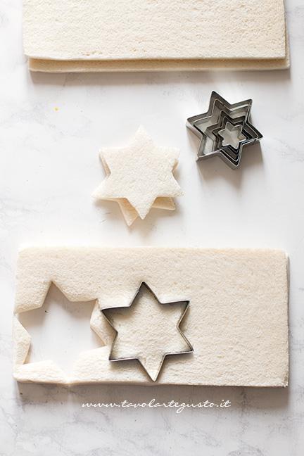 Ricavare le stelle dal pane tramezzino - Albero di Natale con Tramezzini
