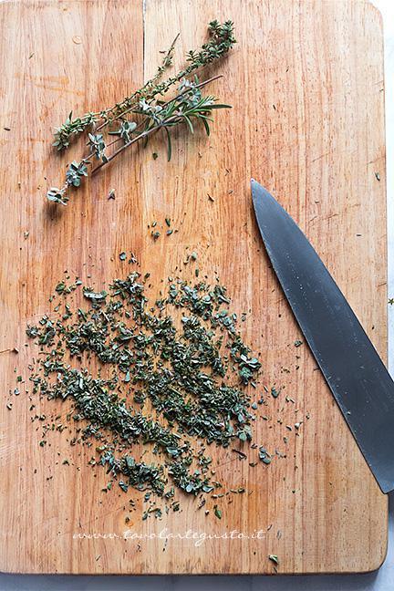 Tritare gli aromi - Ricetta Patate al forno con pancetta
