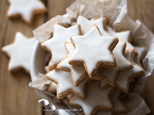 Zimtsterne - la Ricetta originale dei Biscotti Stelle di Cannella - Ricetta Zimtsterne-