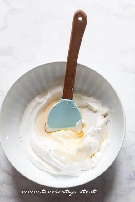 Come fare la Crema al latte - Ricetta Crema al latte