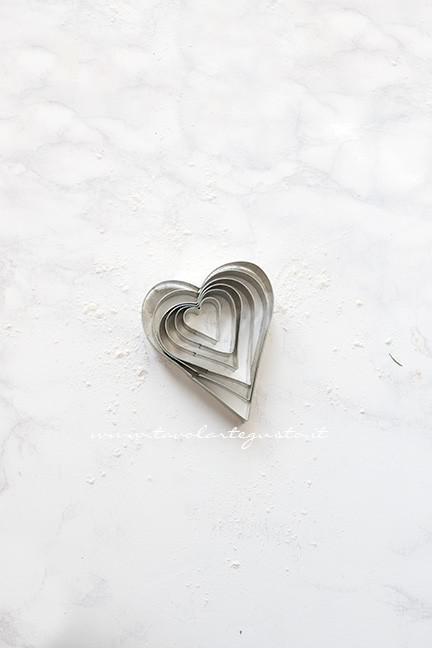 Tagliabiscotti a forma di cuore - Ricetta Crostata con cuori per San Valentino
