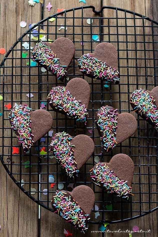 Biscotti di Carnevale colorati , facili e golosissimi - Ricetta Biscotti di Carnevale