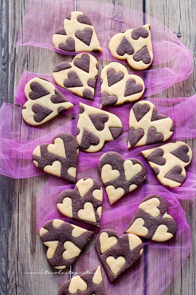 Biscotti vaniglia e cacao (Cuori bicolore) - Ricetta Biscotti vaniglia e cacao