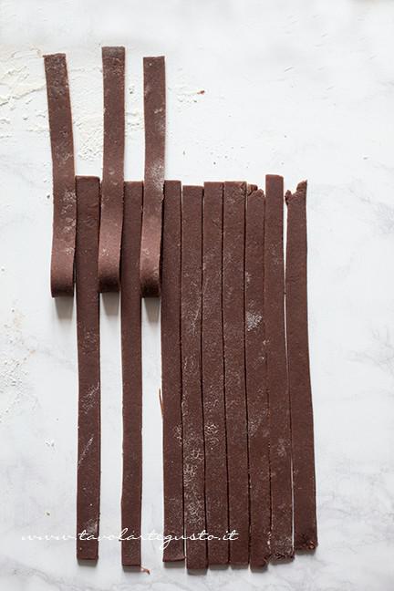 Come fare l'intreccio bicolore 2 - Ricetta Crostata Crema e Nutella