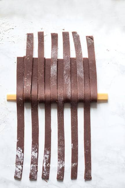 Come fare l'intreccio bicolore 4 - Ricetta Crostata Crema e Nutella