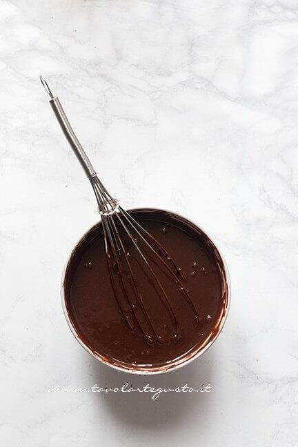 Ganache al doppio cioccolato appena fatta - Ricetta Crostata pan di Stelle