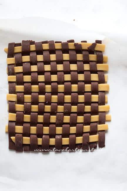 Intreccio bicolore vaniglia e cacao - Ricetta Crostata Crema e Nutella