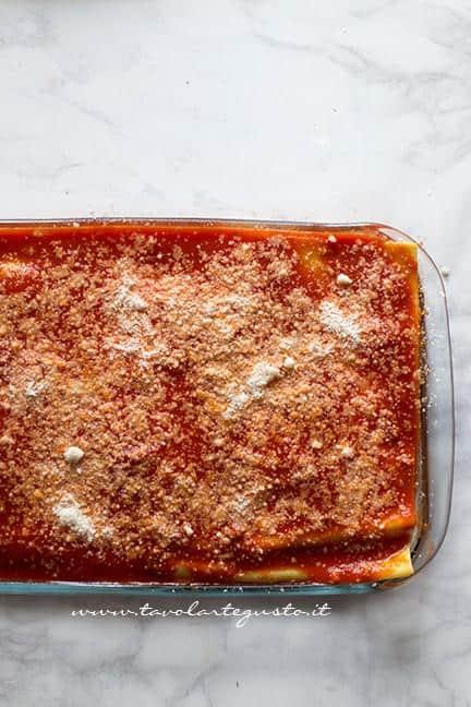 Lasagne pronte per andare in forno - Ricetta Lasagna napoletana