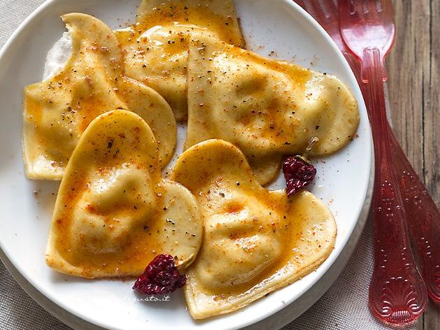 Ravioli a forma di cuore per San Valentino - Ricetta Ravioli a forma di cuore