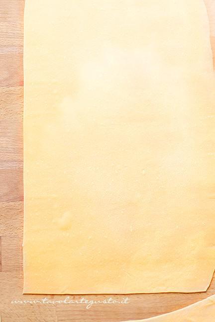 Sfoglia di pasta all'uovo per le lasagne - Ricetta Lasagne al forno