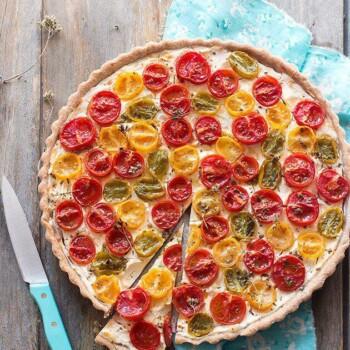 Crostata di pomodori con formaggio cremoso - Ricetta Crostata di pomodori