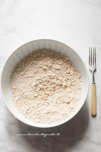 Preparare la brisé al parmigiano - Ricetta Crostata di pomodori