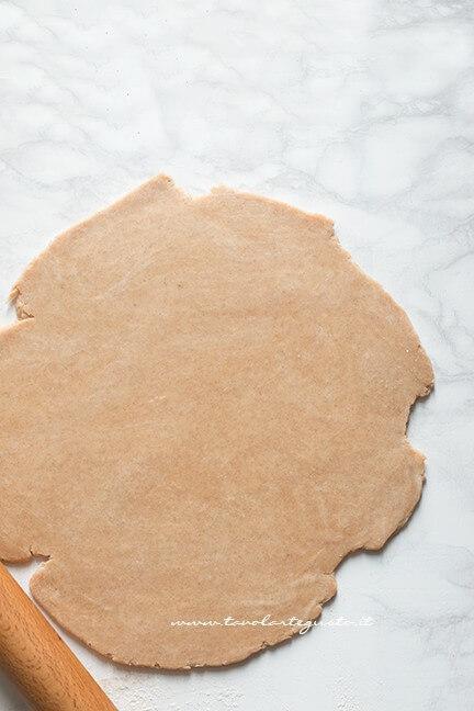 Stendere la brisée - Ricetta Crostata di pomodori
