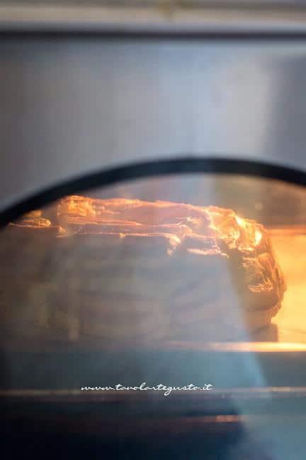 Zeppolone gonfio in cottura - Ricetta Zeppolone di San Giuseppe
