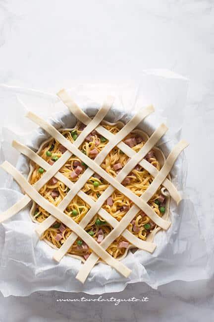 Decorare la crostata con le strisce - Ricetta Crostata di Tagliolini