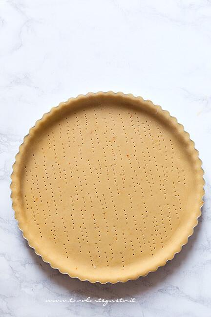 Guscio di pasta frolla - Ricetta Crostata Pasquale alla ricotta e marmellata di fragole