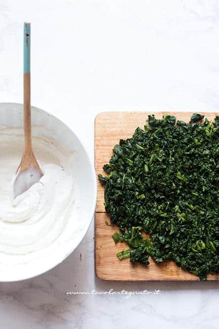Sminuzzare gli spinaci - Ricetta Fiori di pasta sfoglia