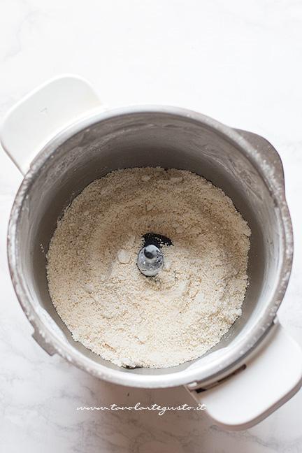 Madorle e zucchero a velo tritati - Ricetta Caprese al limone