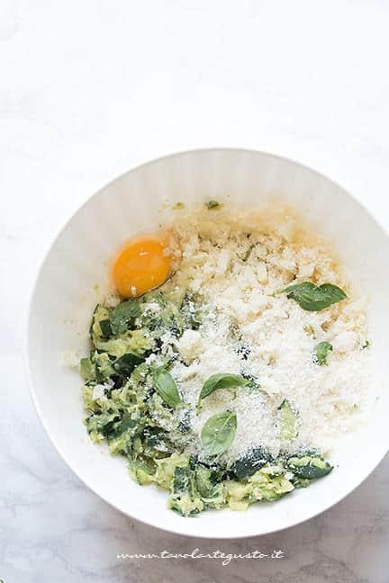 Impasto delle polpette con le zucchine - Ricetta Polpette di zucchine