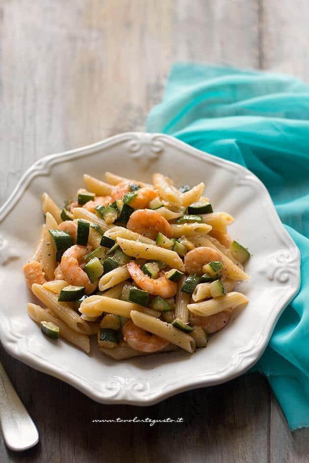 Pasta zucchine e gamberetti saporita - Ricetta Pasta zucchine e gamberetti