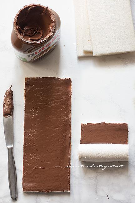 spalmare la nutella e arrotolare il pancarrè - Ricetta Girelle di pancarrè alla nutella