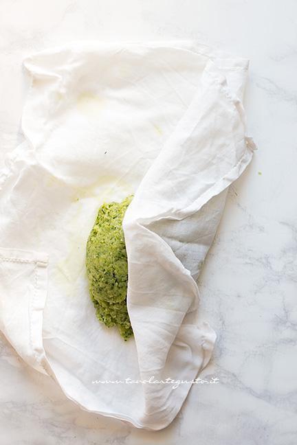 Come sgocciolare la polpa di zucchine - Ricetta polpette di zucchine e ricotta