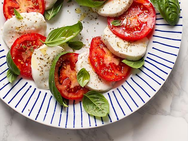 Insalata Caprese - Ricetta originale Insalata Caprese pomodori e mozzarella-